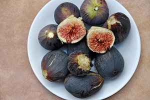 tray with figs
