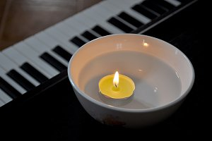 candle light and piano