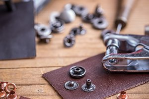 Leather hole punch
