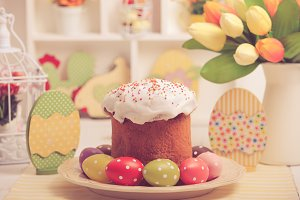Easter decor and cake