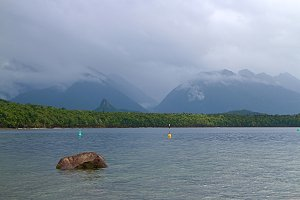 Mountains meet the lake