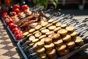street vendor tray with vegetable and meat kebab