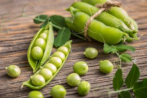 Organic fresh green peas
