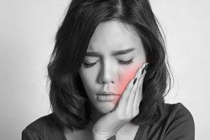 women toothache