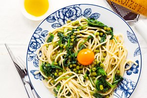 vegetarian pasta with egg.
