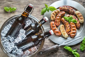 Grilled sausages with beer