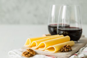 Red wine and sliced cheese