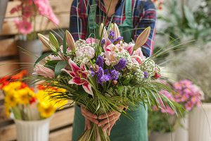 Florist holding a flowers bunch
