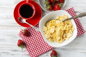 Cornflakes whis fruit and coffe
