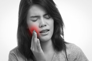woman having a toothache