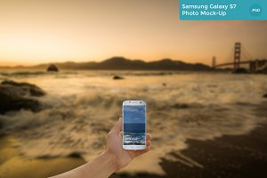 Samsung Galaxy S7 Photo Mock-Up