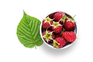 Raspberry in bowl and green leaf