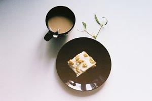 Flatlay - coffee and carrot cake