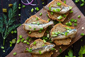 sandwich with sardines and onions