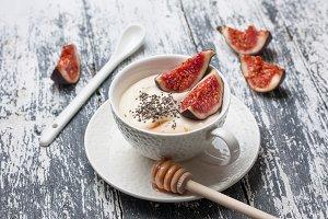 yogurt with figs