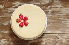 Caramel cheesecake with strawberry