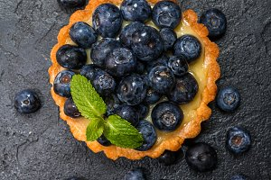 tart with berries
