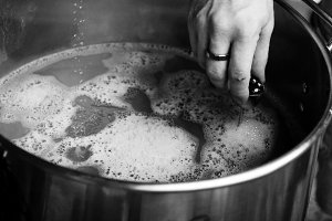 Homebrewing Boiling the Wort B&W