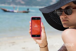 PSD Mockup iPhone Lady on the beach