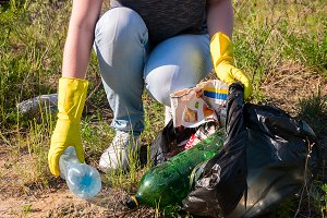 volunteer collects garbage