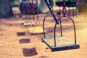 Empty chain swing