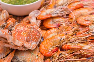 Seafood, Grilled shrimps and crab