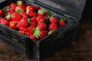 ripe juice strawberries