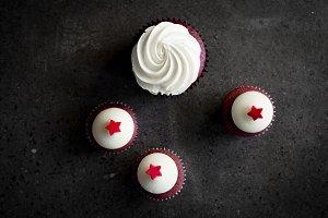 Rustic & Minimalist Velvet Cupcakes