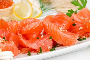 Sliced ​​salmon with sesame seeds
