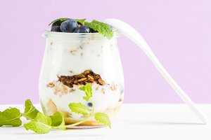 Yogurt oat granola with blueberries