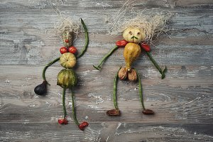 Vegetable puppets couple