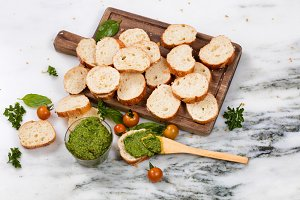 Pesto dipping sauce and bread