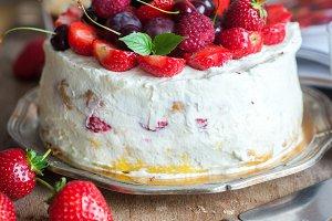 Summer cake with fresh berries