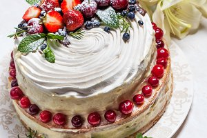 Delicious summer cake with berries