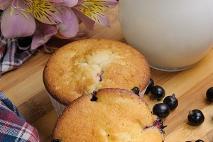 Muffins filled with berries