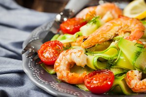 Prawns and zucchini noodles