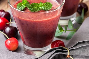 Smoothies with cherries