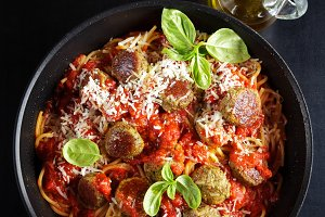 spaghetti and vegetarian meatballs