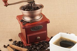 grinder with coffee