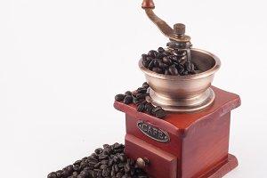 grinder grinding fresh beans