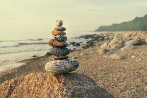 Sustainable cairn at sea