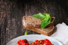 Bruschetta with baked tomatoes