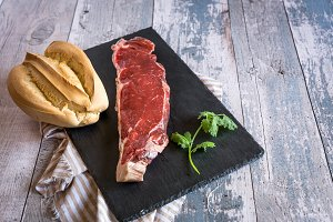 Raw beef entrecote with bread