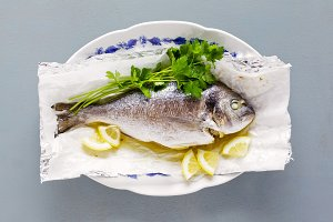 fried fish , lemon