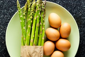 preparation of Asparagus and eggs