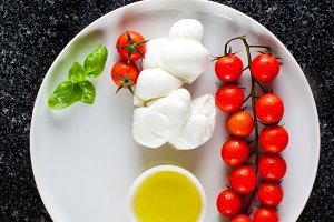 Cherry Tomatoes, Oil and Mozzarella