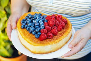 woman's hands holding Cheesecake