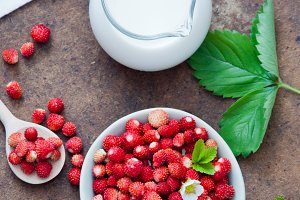 Wild strawberries and milk