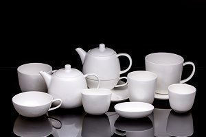 Tea cups with teapot