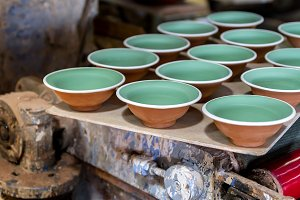 Bowls sorted in a ceramist workshop